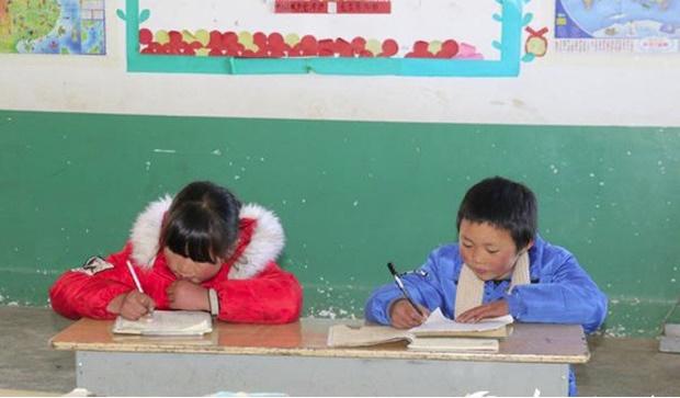 Cậu bé đi bộ 4,5 km đến trường dưới trời đông -8°C khiến đầu đóng băng ngày ấy: Gia cảnh giờ đã khác nhưng lại gây tranh cãi-4