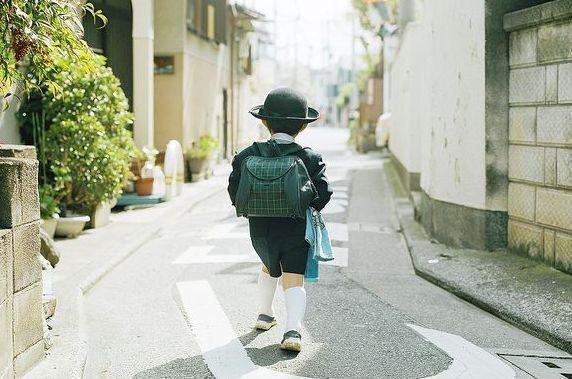 Câu chuyện về đứa trẻ kỳ dị, đến nhà người lạ ăn uống nghỉ ngơi không muốn về và thực trạng đáng sợ của xã hội Nhật Bản nuôi con kiểu tự lập-2