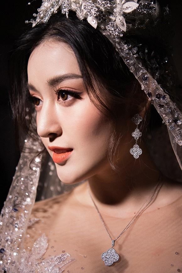 """Đỗ Mỹ Linh – Huyền My đọ sắc"""" trong trang phục cưới-5"""