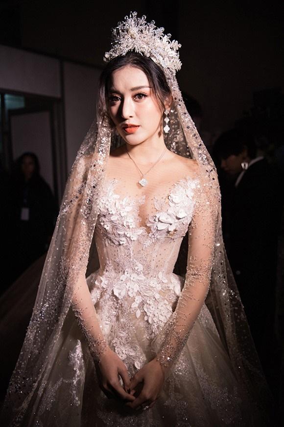 """Đỗ Mỹ Linh – Huyền My đọ sắc"""" trong trang phục cưới-6"""