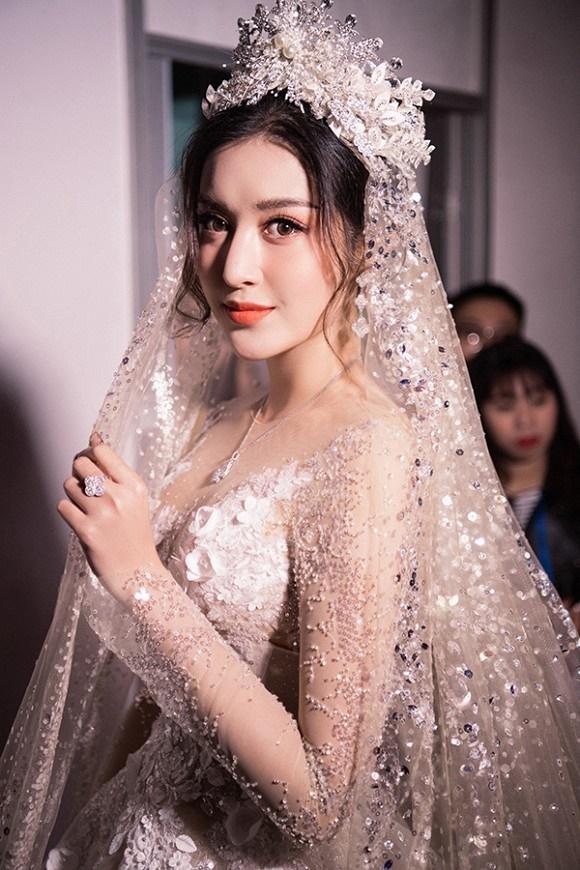 """Đỗ Mỹ Linh – Huyền My đọ sắc"""" trong trang phục cưới-7"""