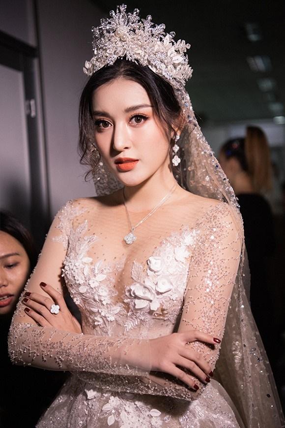 """Đỗ Mỹ Linh – Huyền My đọ sắc"""" trong trang phục cưới-8"""