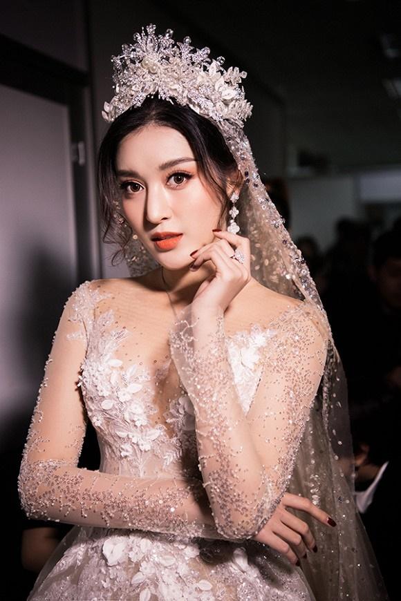 """Đỗ Mỹ Linh – Huyền My đọ sắc"""" trong trang phục cưới-9"""