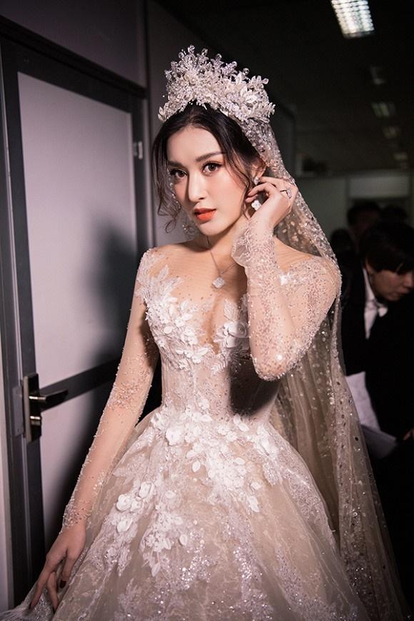 """Đỗ Mỹ Linh – Huyền My đọ sắc"""" trong trang phục cưới-10"""