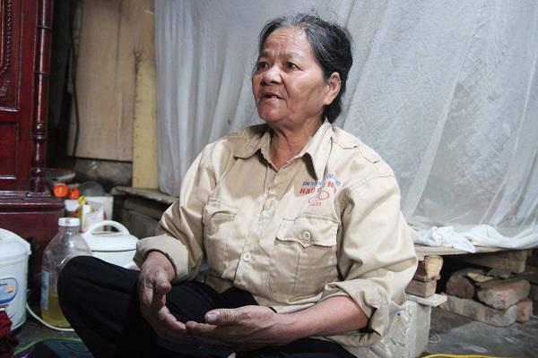 Người phụ nữ 40 năm làm nghề bốc mộ và lần mở nắp quan tài phát hiện đống vàng bạc-1