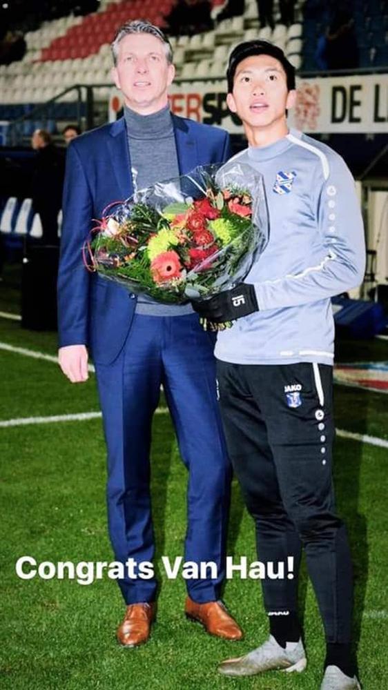 Lễ tôn vinh Văn Hậu: Đội bóng Hà Lan chiếu 2 bàn thắng của chàng trai Việt Nam ở chung kết SEA Games 30 cho khán giả theo dõi trên màn hình lớn-1