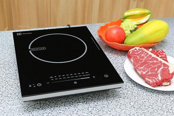Nấu lẩu nên chọn nồi điện hay bếp từ để hiệu quả, lại tiết kiệm điện?-3