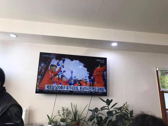 Báo chí Hàn Quốc đứng chật ở sân bay, săn đón U22 Việt Nam và HLV Park Hang-seo-3