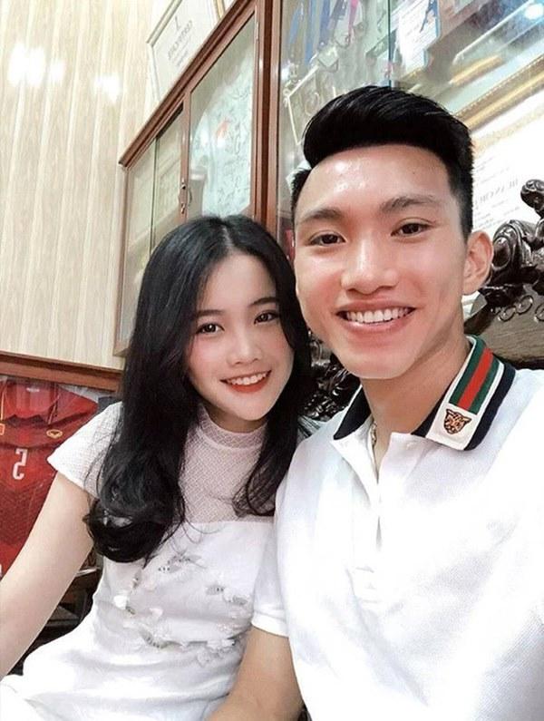 Dàn bạn gái cầu thủ Việt: Toàn con nhà trâm anh thế phiệt, xinh đẹp hơn người lại còn sở hữu học vấn siêu đỉnh-1
