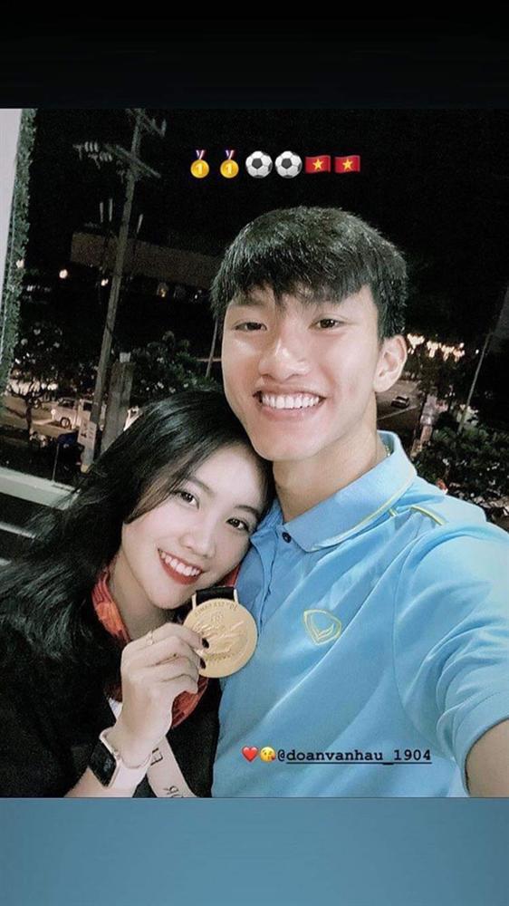 Dàn bạn gái cầu thủ Việt: Toàn con nhà trâm anh thế phiệt, xinh đẹp hơn người lại còn sở hữu học vấn siêu đỉnh-2