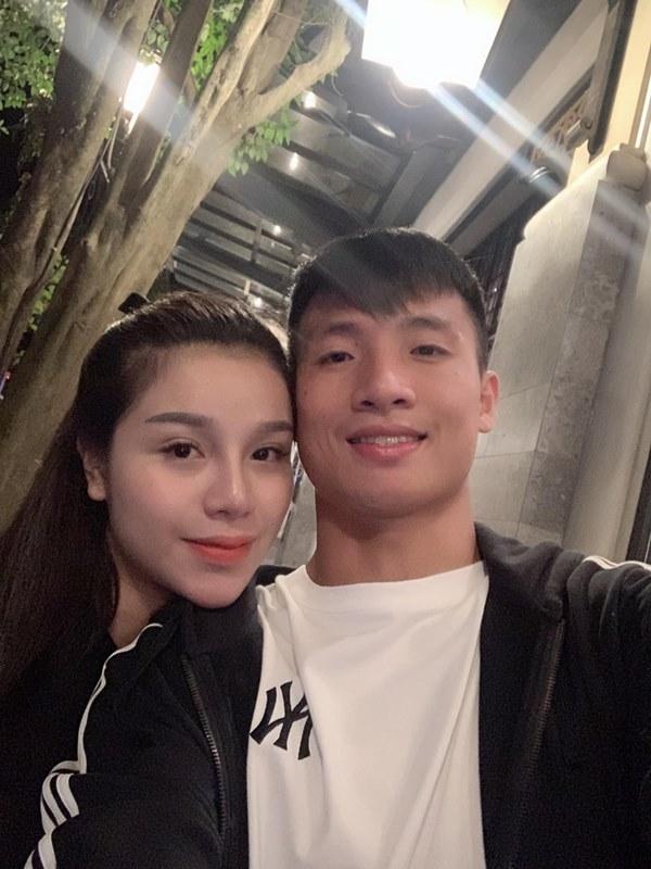 Dàn bạn gái cầu thủ Việt: Toàn con nhà trâm anh thế phiệt, xinh đẹp hơn người lại còn sở hữu học vấn siêu đỉnh-13