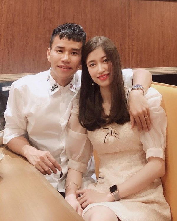 Dàn bạn gái cầu thủ Việt: Toàn con nhà trâm anh thế phiệt, xinh đẹp hơn người lại còn sở hữu học vấn siêu đỉnh-16