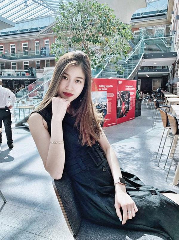 Dàn bạn gái cầu thủ Việt: Toàn con nhà trâm anh thế phiệt, xinh đẹp hơn người lại còn sở hữu học vấn siêu đỉnh-18