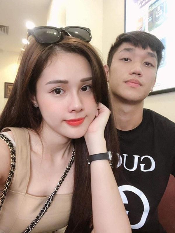 Dàn bạn gái cầu thủ Việt: Toàn con nhà trâm anh thế phiệt, xinh đẹp hơn người lại còn sở hữu học vấn siêu đỉnh-21