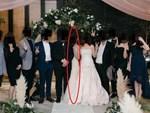 Cô gái nổi tiếng trên mạng khi may váy cưới bằng tã giấy-1