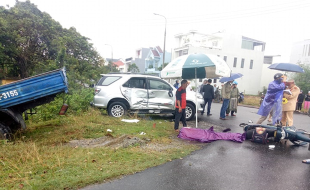 Nam sinh lớp 7 chết thảm trên đường đi học, cha và em nguy kịch sau tai nạn liên hoàn-3