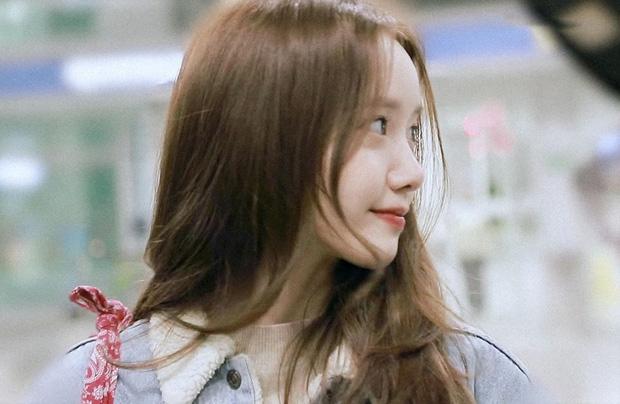 Nữ thần Yoona khoe sắc tại sân bay: Ăn mặc đơn giản mà sao xinh quá đỗi, ảnh fan chụp thôi mà đẹp tựa cảnh phim-9
