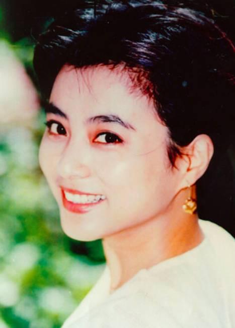 Mỹ nhân đẹp nhất nhì Tây du ký 1986: Bỏ chồng ngoại quốc, mang con về nước nuôi và nhan sắc bất ngờ ở tuổi U60-3