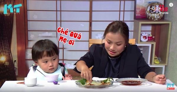 Quỳnh Trần JP réo tên Trấn Thành ngay trong lần đầu ăn thử đuông dừa trên truyền hình, loạt biểu cảm của bé Sa trước món này khiến fan cười ngất-10