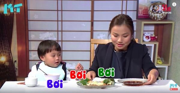 Quỳnh Trần JP réo tên Trấn Thành ngay trong lần đầu ăn thử đuông dừa trên truyền hình, loạt biểu cảm của bé Sa trước món này khiến fan cười ngất-11