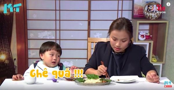 Quỳnh Trần JP réo tên Trấn Thành ngay trong lần đầu ăn thử đuông dừa trên truyền hình, loạt biểu cảm của bé Sa trước món này khiến fan cười ngất-16
