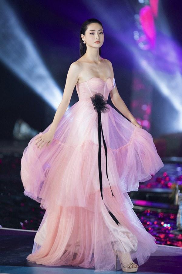 Bắn tiếng Anh đã là gì, nhìn bảng thành tích siêu khủng của Hoa hậu Lương Thùy Linh mà choáng-8
