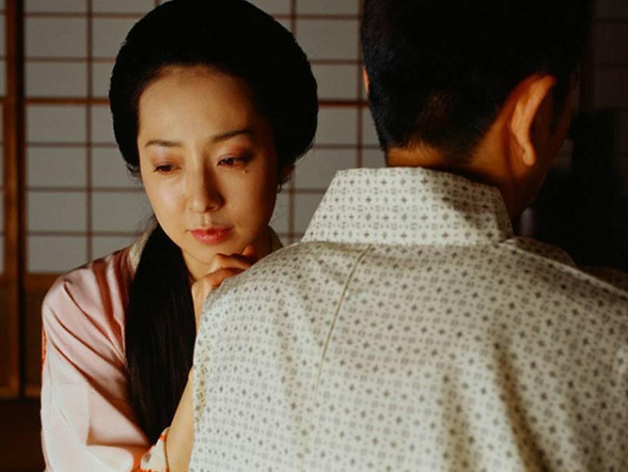 Cứ nghĩ cuộc sống làm dâu của vợ rất sung sướng, tôi sững người khi vô tình chứng kiến cảnh mẹ hất cả bát canh vào người vợ một cách tàn nhẫn - ảnh 2