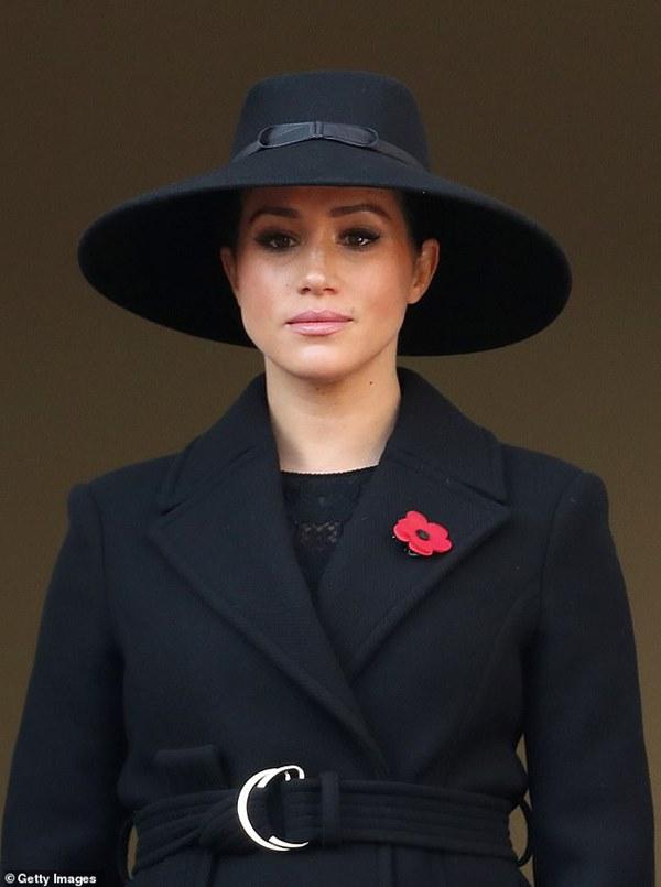 Meghan Markle bất ngờ bị cáo buộc biến gia đình nhà chồng thành chương trình truyền hình cá nhân, Hoàng tử Harry là kẻ ngốc-2