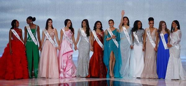 Khoảnh khắc tân Hoa hậu Thế giới chỉnh váy cho Lương Thùy Linh-1