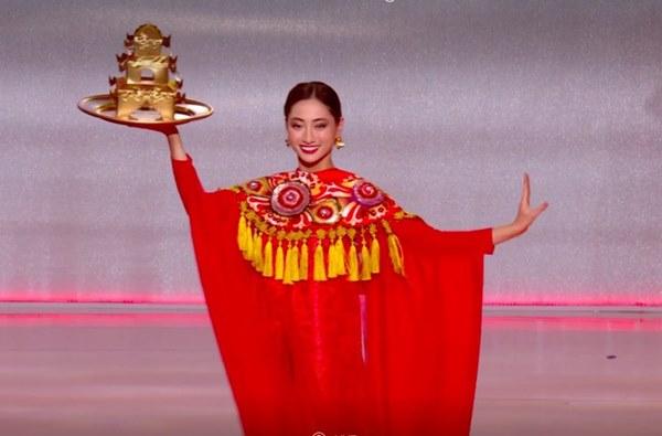 Khoảnh khắc tân Hoa hậu Thế giới chỉnh váy cho Lương Thùy Linh-6