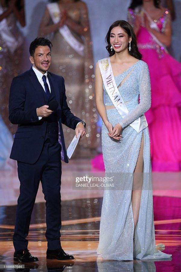 Khoảnh khắc tân Hoa hậu Thế giới chỉnh váy cho Lương Thùy Linh-7