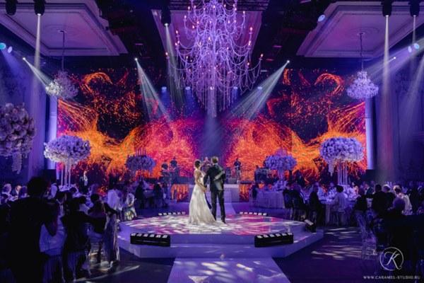 Đám cưới xa hoa trị giá 330.000 USD của hacker 'nguy hiểm' nhất thế giới: Chú rể bị truy lùng với giải thưởng 5 triệu USD, giấu mặt trong mọi khung hình lễ cưới!-1