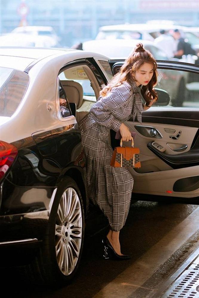 Kín đáo chuẩn phong thái chủ tịch, Ngọc Trinh vẫn đẹp hút hồn ở sân bay-12