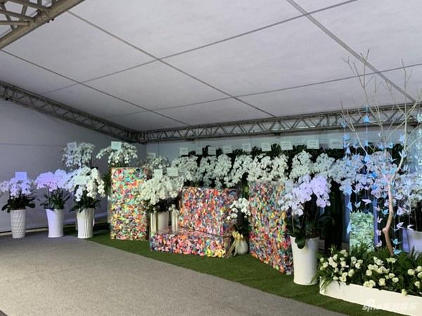 Ngày đưa tang Cao Dĩ Tường: Bạn gái cúi gằm mặt xuất hiện bên gia quyến, hàng trăm ngàn hạc giấy, hoa trắng phủ khắp nhà tang-11