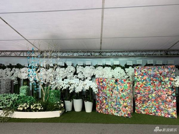 Ngày đưa tang Cao Dĩ Tường: Bạn gái cúi gằm mặt xuất hiện bên gia quyến, hàng trăm ngàn hạc giấy, hoa trắng phủ khắp nhà tang-13