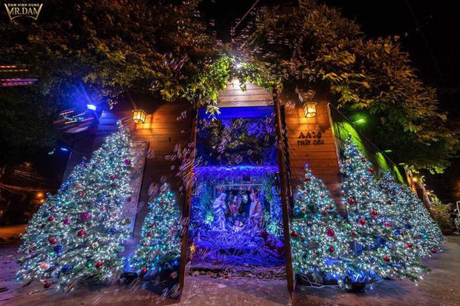 Choáng ngợp sắc màu Noel trong biệt thự 60 tỷ của Đàm Vĩnh Hưng-1