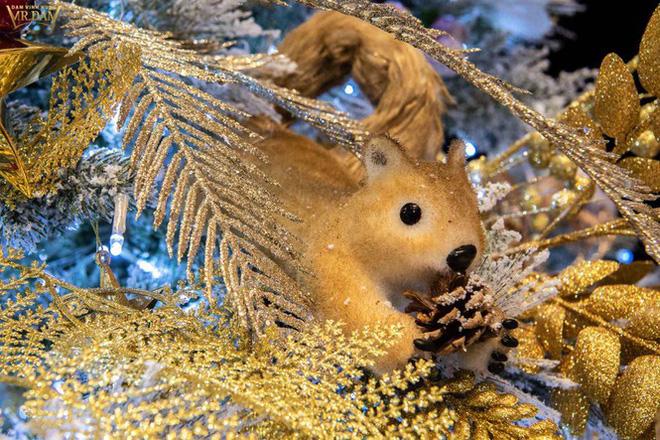 Choáng ngợp sắc màu Noel trong biệt thự 60 tỷ của Đàm Vĩnh Hưng-10