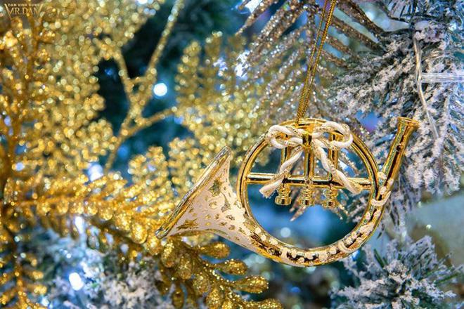 Choáng ngợp sắc màu Noel trong biệt thự 60 tỷ của Đàm Vĩnh Hưng-6