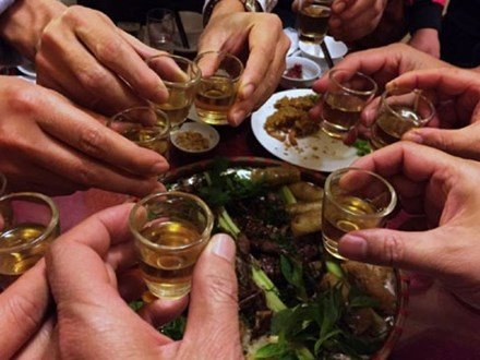 Mối liên hệ giữa ung thư và uống rượu bia: Những con số khiến dân nhậu giật mình thon thót, đàn ông hay phụ nữ cũng không ngoại lệ
