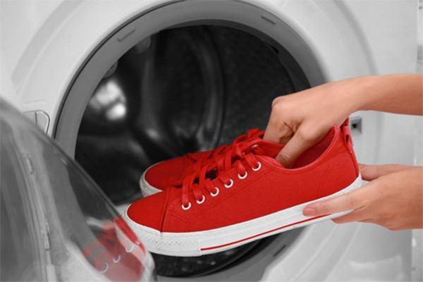Bất ngờ với nhữngđồ vật cho được vào máy giặt không phải ai cũng biết, nhất là cái thứ 5-2