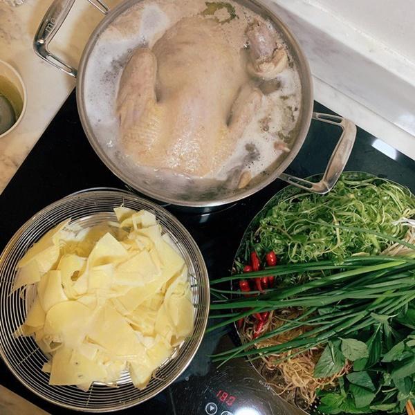 Khoe món ngon đẹp lạ chồng nấu, Phan Như Thảo: Cũng không có gì, chỉ là một bữa bình thường-10