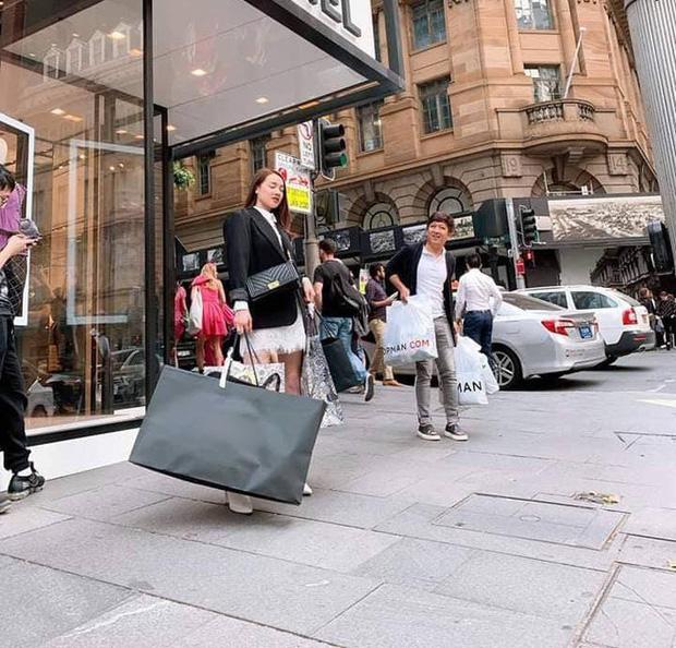 Không chỉ đưa Nhã Phương đi mua sắm thả ga ở nước ngoài, Trường Giang còn cung phụng vợ đến mức này-2