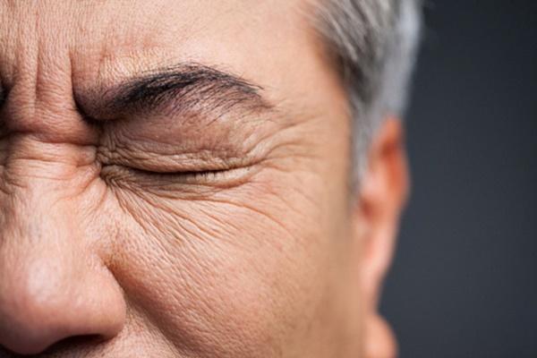 Người đàn ông 50 tuổi bị đột quỵ, mù một bên mắt do thói quen xấu mà nhiều chị em vẫn coi thường-2