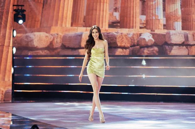 Clip: Hoa hậu Khánh Vân ngẫu hứng trổ tài catwalk trên hè phố, fan nức lời khen ngợi sải bước và thần thái quá đỉnh-2