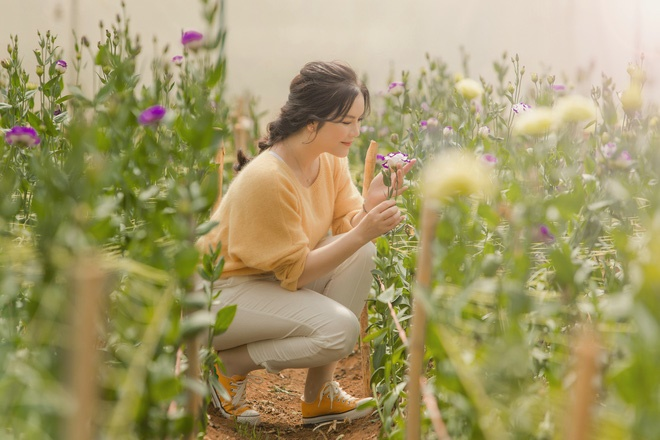Lý Nhã Kỳ mặc giản dị vẫn xinh đẹp, khoe vườn hoa tràn ngập màu sắc tại Đà Lạt-8
