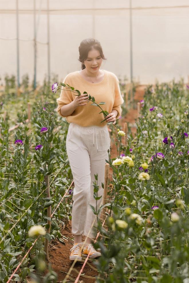 Lý Nhã Kỳ mặc giản dị vẫn xinh đẹp, khoe vườn hoa tràn ngập màu sắc tại Đà Lạt-10