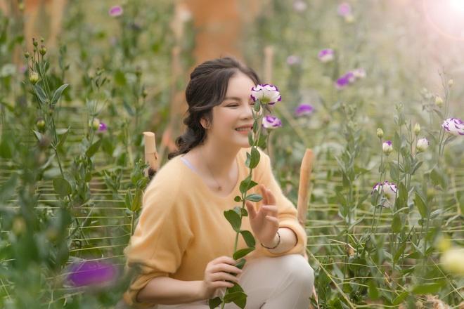 Lý Nhã Kỳ mặc giản dị vẫn xinh đẹp, khoe vườn hoa tràn ngập màu sắc tại Đà Lạt-12
