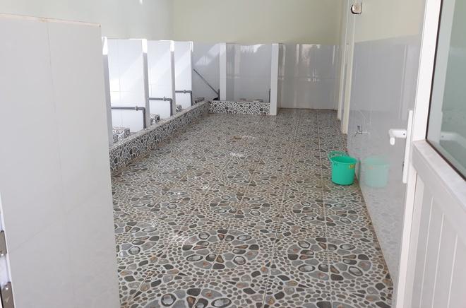 Nữ sinh bị dâm ô suốt 2 giờ trong nhà vệ sinh, nhà trường nhận lỗi-2