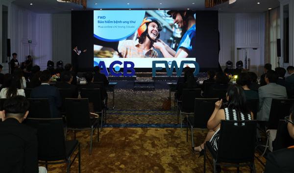 ACB và FWD hợp tác phân phối bảo hiểm trực tuyến qua ngân hàng-1