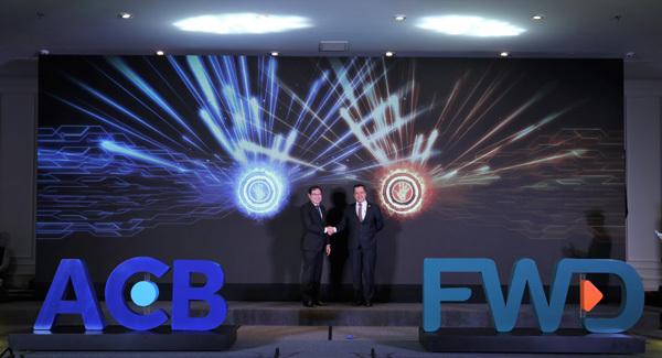 ACB và FWD hợp tác phân phối bảo hiểm trực tuyến qua ngân hàng-2